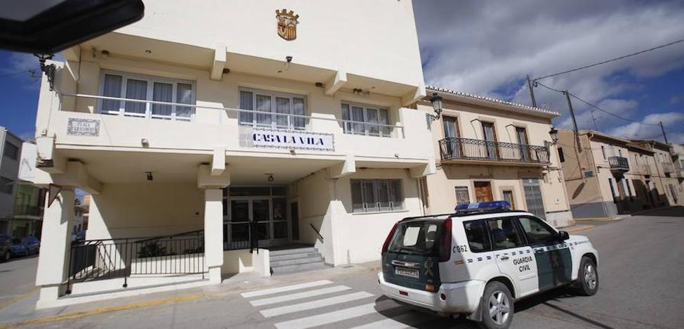 Registran la casa del alcalde de Casinos, una empresa y el Consistorio