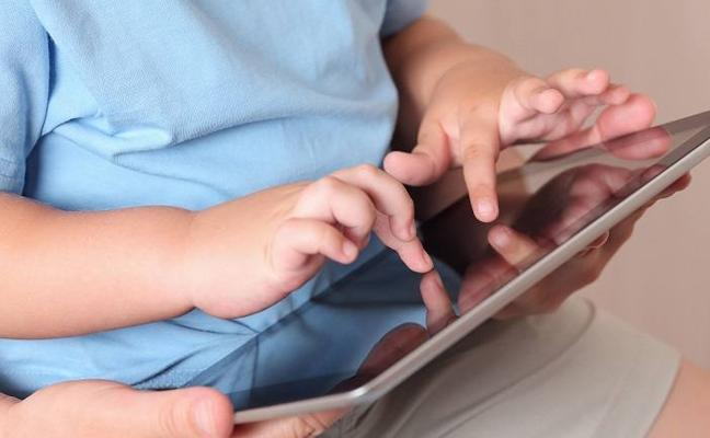 Los menores españoles tienen un problema importante con el móvil