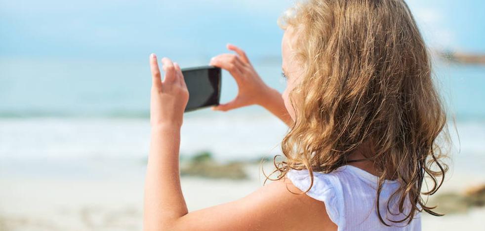 Un niño bloquea el móvil de su madre durante los próximos 47 años