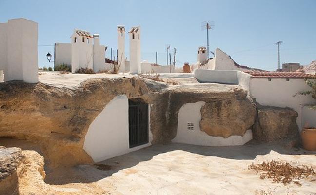 El pueblo troglodita de San Miguel de Salinas
