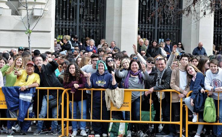 Búscate en las imágenes de la mascletà del 8 de marzo, Día de la Mujer