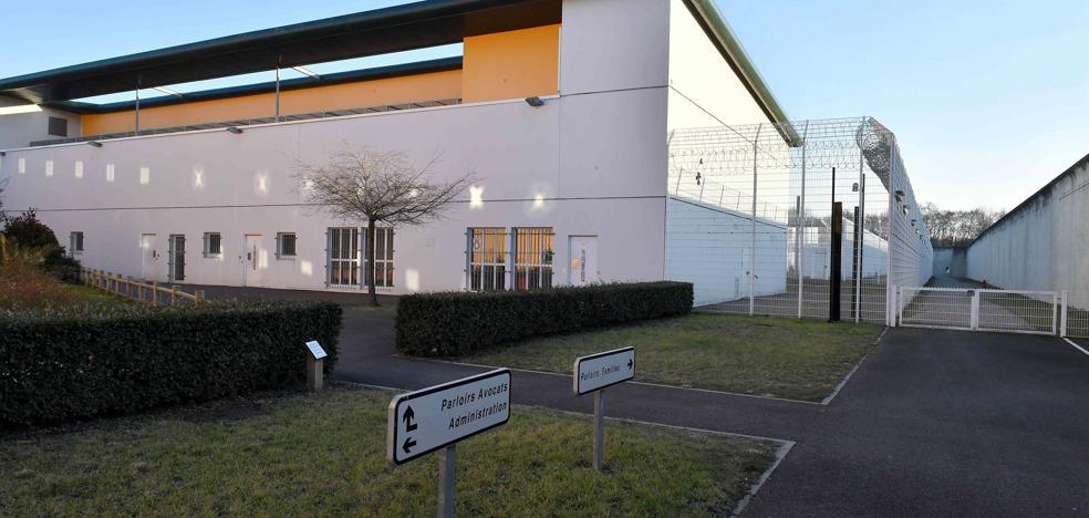 Francia acerca a otros tres presos de ETA a la prisión de Mont de Marsan