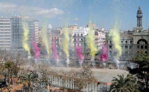 Hermanos Caballer llenan la plaza de humo, colores y pólvora
