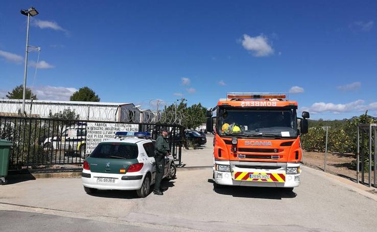 Fotos de la explosión en la pirotecnia Ricardo Caballer en Olocau