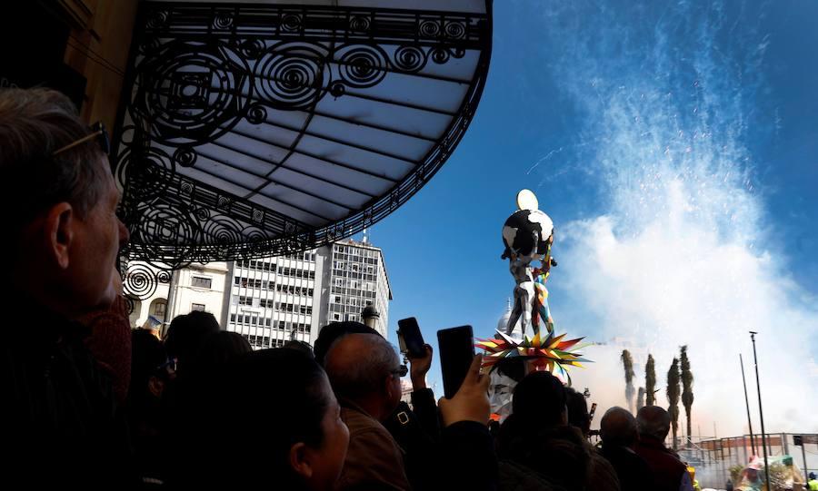 Mascletà de pirotecnia Crespo de Alzira en las Fallas 2018