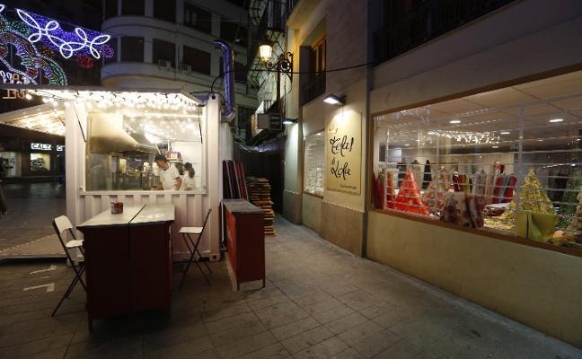 Comercios y consumidores cargan contra la saturación de puestos en las calles