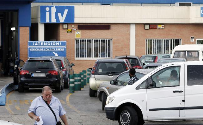 Las nuevas exigencias para pasar la ITV colapsan los centros de control en Valencia