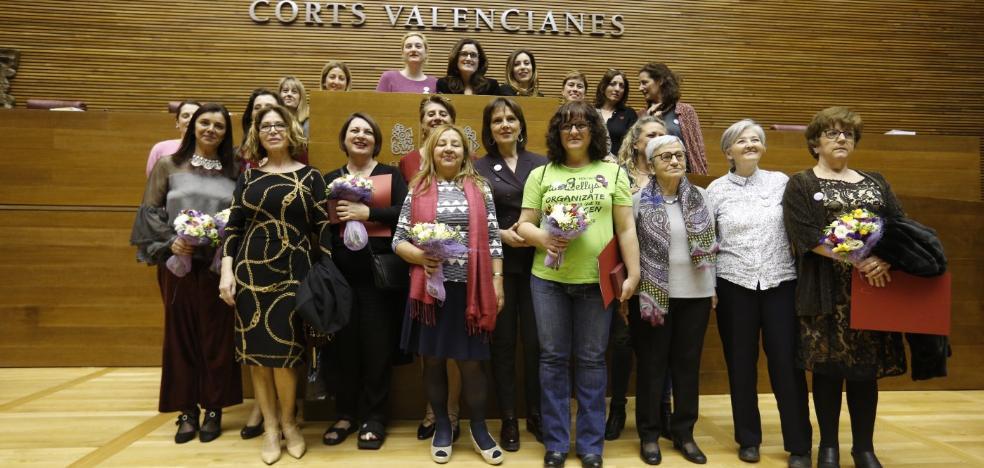 Les Corts homenajea la labor de diez valencianas, entre ellas la subdirectora de LAS PROVINCIAS María José Grimaldo