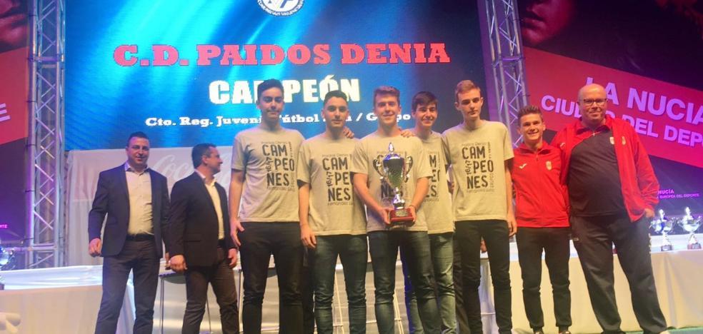 Paidos Dénia recibe sus trofeos en la Gala provincial de fútbol