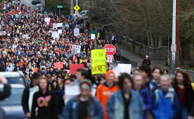 Miles de estudiantes de EE UU salen a la calle para reclamar una reforma de las leyes de control de armas