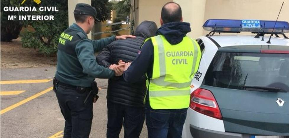La Guardia Civil detiene en Xàbia a tres hombres y esclarece 29 robos en locales y viviendas