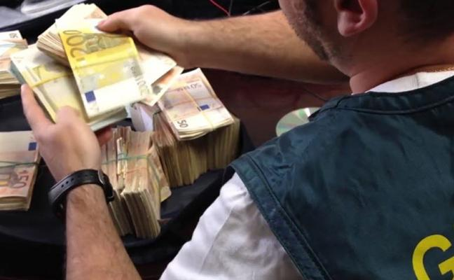 La Guardia Civil confisca 380.000 euros a una red que introducía cocaína en Valencia