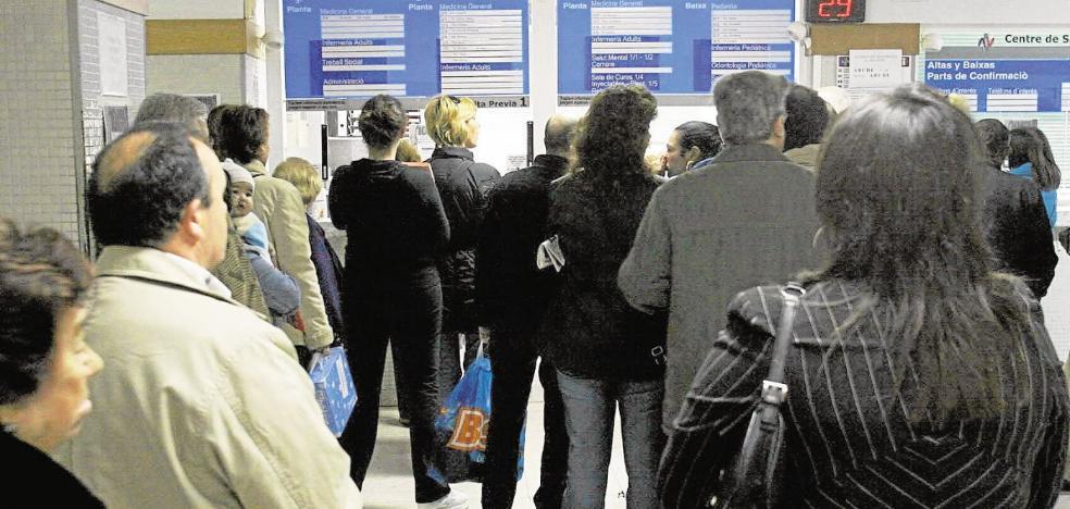 La tensión por falta de personal causa un aumento de agresiones a médicos valencianos