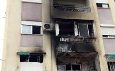 Desalojan un edificio en Valencia tras arder una vivienda