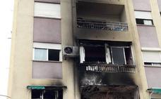 Un petardo entra por el balcón e incendia una vivienda en Valencia