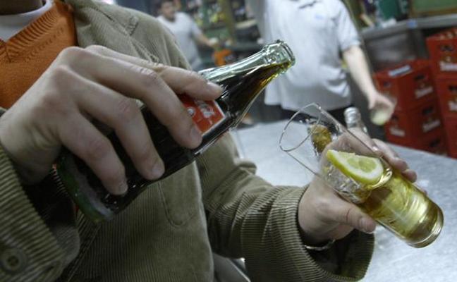 La Guardia Civil se incauta en Andalucía de más de 2.500 botellas de ron falsificadas