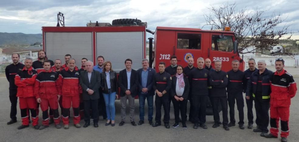El Consorcio de Bomberos cede un camión a voluntarios de Mariola Verda