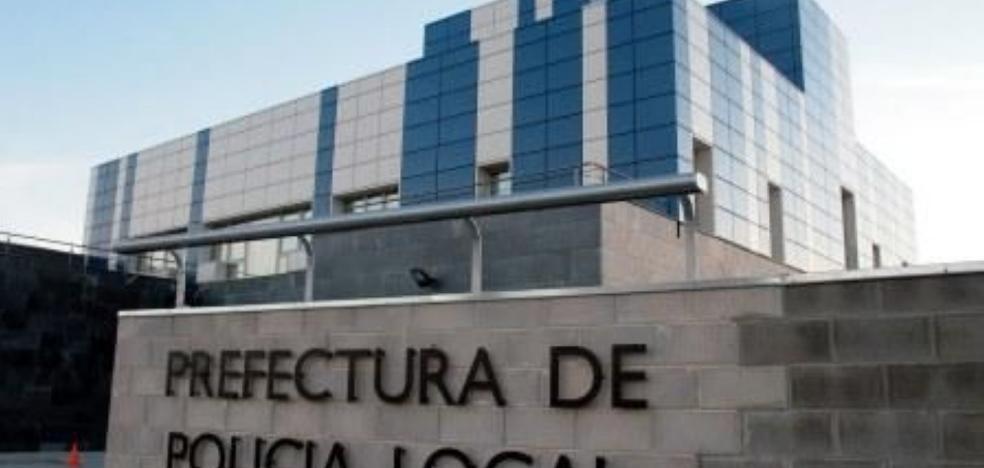 El profesor que huyó con una alumna de 14 años en Alemania se entrega a la Policía Local de Puçol
