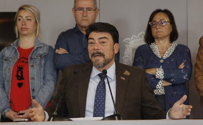 El PP de Alicante busca apoyos para una moción de censura contra el alcalde Gabriel Echávarri