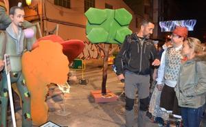 Pedro Cavadas visita su ninot en Patraix
