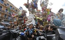 Los dos famosos invitados que han coincidido hoy en la mascletà de Valencia