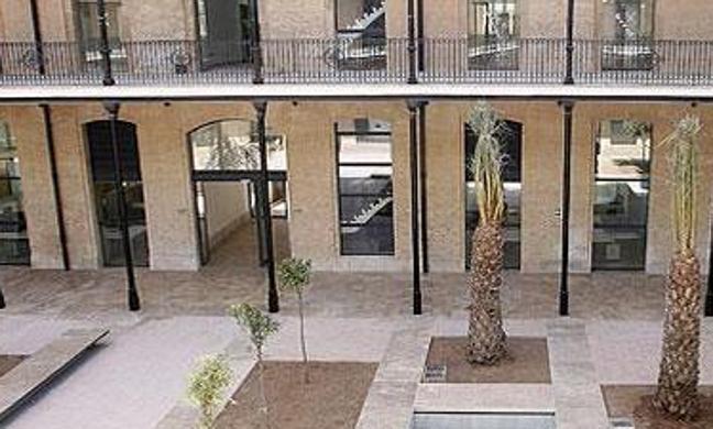 El Ayuntamiento ofrece dos parcelas a una empresa para legalizar Tabacalera