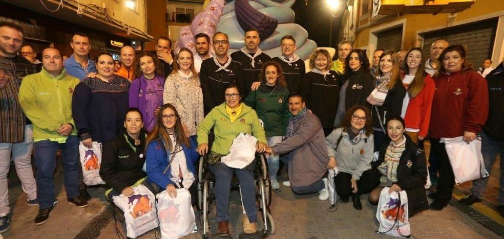 Los políticos visitan las fallas de la comarca