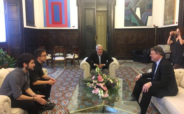 Errejón reaparece en Valencia y exhibe complicidad con los partidos del Botánico