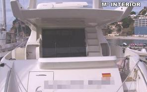 Desmantela un barco precintado por orden judicial en el puerto deportivo de Altea