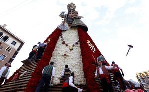 La Ofrenda a la Virgen inunda de emoción Valencia