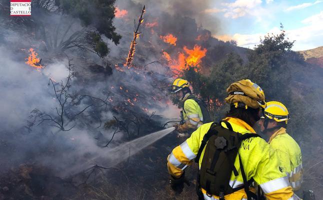 Bomberos da por estabilizado el incendio forestal en Montán