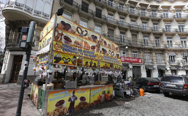 Los comerciantes arremeten un año más contra el descontrol callejero en Fallas