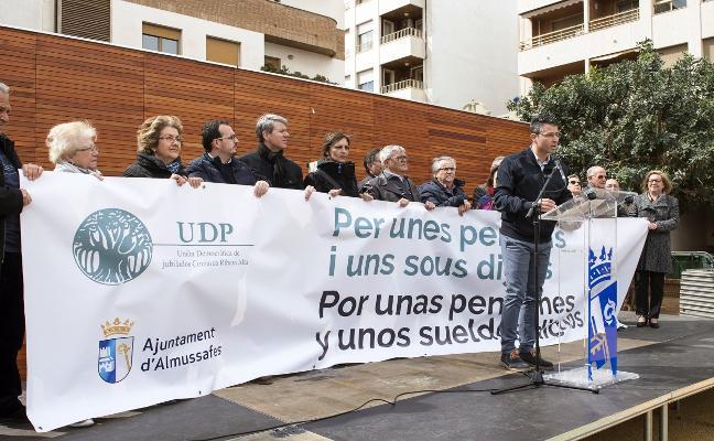 Más de 400 mayores de la comarca exigen en Almussafes unas pensiones dignas