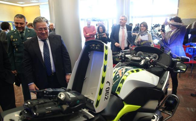 Motos con minirradar y control de drogas para cazar a conductores infractores