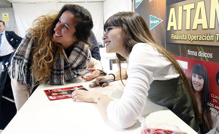 Miles de personas acuden a la firma de discos de Aitana en Valencia