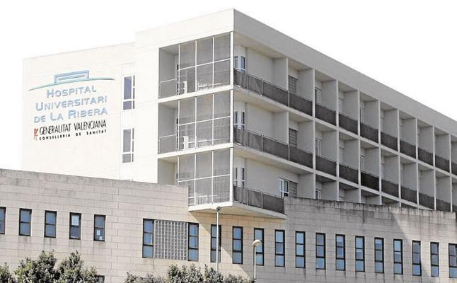 La reversión del Hospital de Alzira obliga a contratar a 300 trabajadores