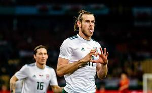 Gareth Bale marca un 'hat trick' en el debut de Giggs en el banquillo