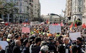 Miles de pensionistas protestan en Valencia contra el recorte de su poder adquisitivo