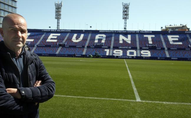 Paco López, entrenador del Levante: «Estas dos victorias no nos pueden marear en ningún sentido. Hemos intentado construir una actitud ganadora»
