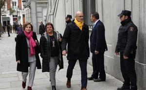 El juez procesa a trece líderes independentistas por rebelión, incluidos Puigdemont y Turull