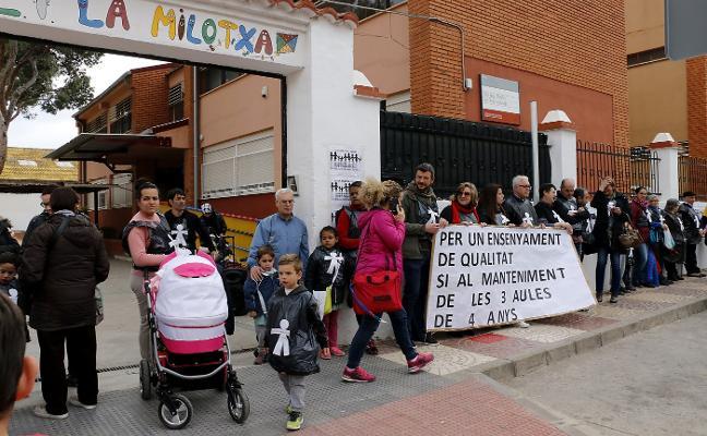 El colegio La Milotxa de Puçol protesta contra la eliminación de un aula
