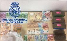 La policía media en una discusión de pareja y halla cocaína, marihuana y dos kilos de hachís en Quart de Poblet
