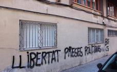Pintadas en las sedes de PP y Ciudadanos en Castellón piden «libertad de las presas políticas»