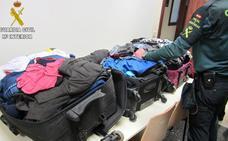 Detenidos por la cocaína impregnada en su ropa en el aeropuerto de Manises