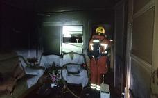 Desalojan un edificio en Aldaia por el incendio en una planta baja