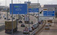 Casi 25 kilómetros de atascos en las carreteras valencianas en la mañana de Viernes Santo