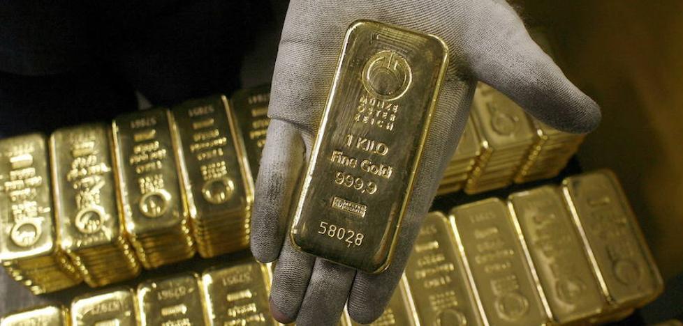 Intenta vender 60 lingotes de oro falsos en un establecimiento de Valencia