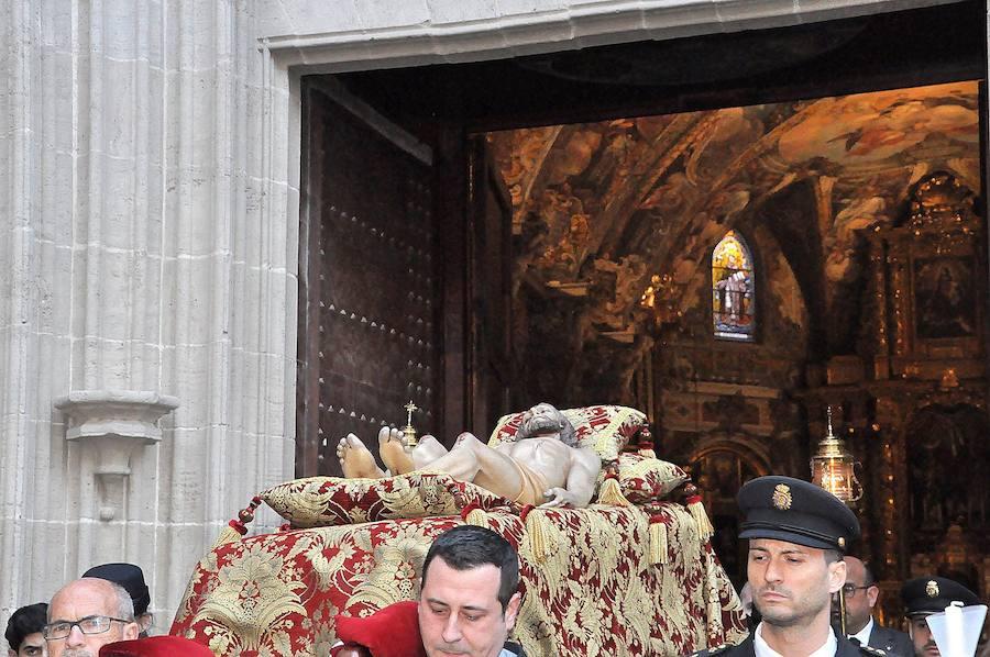 San Nicolás celebra la procesión del Santo Entierro en el centro de Valencia