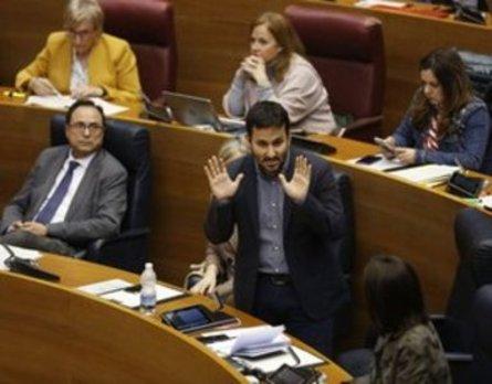 El Síndic insta a Educación a que los escritos en castellano los responda en la misma lengua
