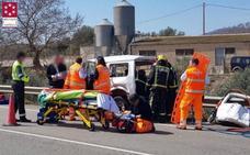 Un muerto y dos heridos al chocar un todoterreno y un camión en Les Coves de Vinromà